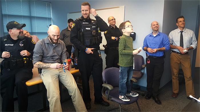 Brady Duke policia Wausau Nintendo Wii Mundo N